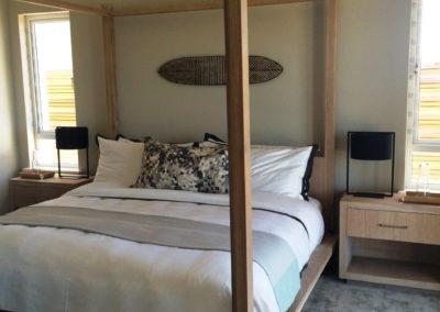 Bed & Pedestals