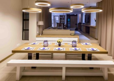Dining table & light fittings